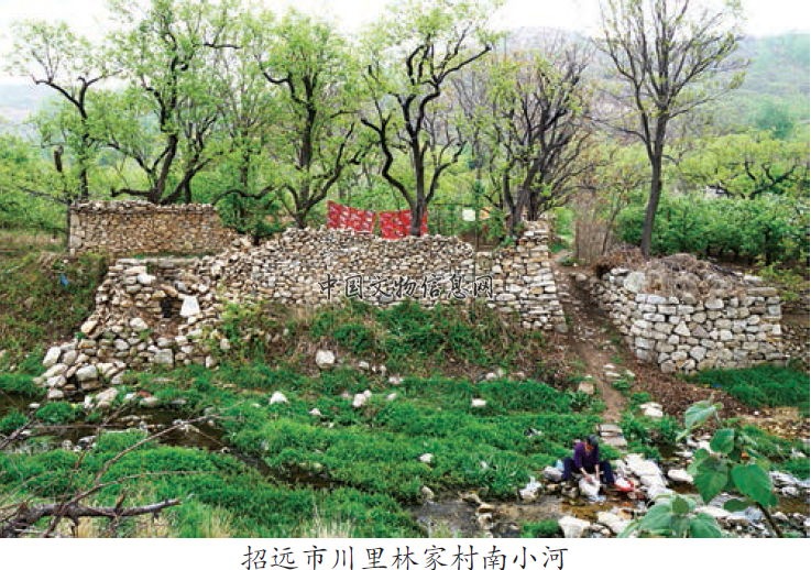 随着新一批的中国传统村落揭晓,更多的古村落将得到进一步的保护。山东招远市现有中国传统村落13处,中国历史文化名村1处,山东省乡村记忆工程17处。目前,4处传统村落已经完成和通过了保护规划方案,并获得国家各级各部门的保护经费,其中部分村落的修缮保护已初见成效。但在修缮保护过程中,仍然存在一系列的问题,亟需引起重视。 基于招远市的传统村落,结合走访朱家裕、李家疃、井塘村等一些周边的传统村落,笔者发现,部分传统村落在修缮保护之前,游客趋之若鹜,对精美的建筑赞叹有加,对生动的故事悠然神往,对绮丽的风光怡然陶醉